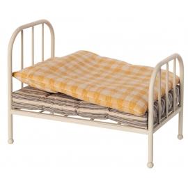 Teddy-Bär-Familie. Vintage Bett/vintage bed for Teddy junior, Maileg